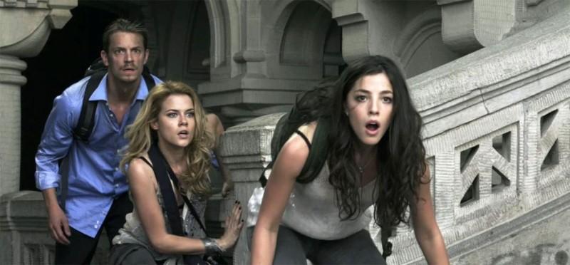 Olivia Thirlby, Rachel Taylor e Joel Kinnaman in una scena de L'ora nera