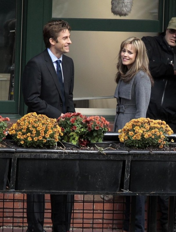 Rachel McAdams insieme a Scott Speedman sul set del film The Vow