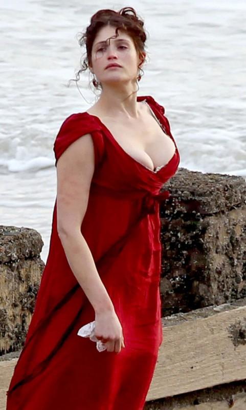Un'immagine della procace Gemma Arterton sul set di Byzanthium