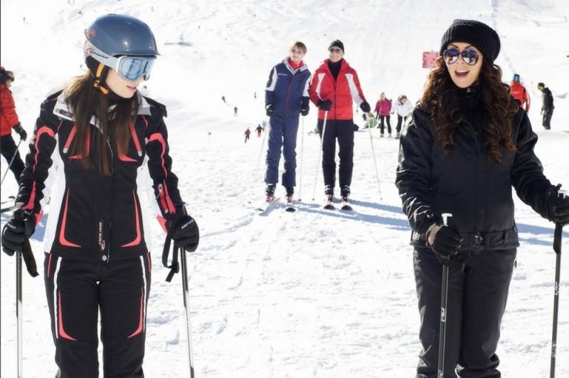 Vacanze di Natale a Cortina: Sabrina Ferilli scia con la 'figlia' Silvia Quondamstefano