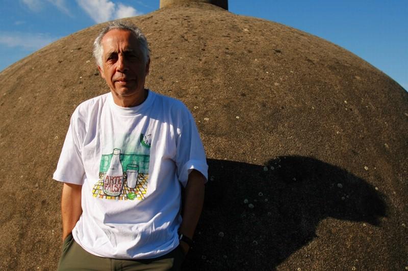 Il regista Luís Galvão Teles in una foto promozionale di Aguasaltaspuntocom - un villaggio nella rete