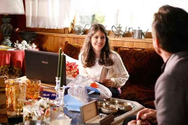 Sul set di Vacanze di Natale a Cortina: Patricia Varvari e Christian De Sica (di spalle)