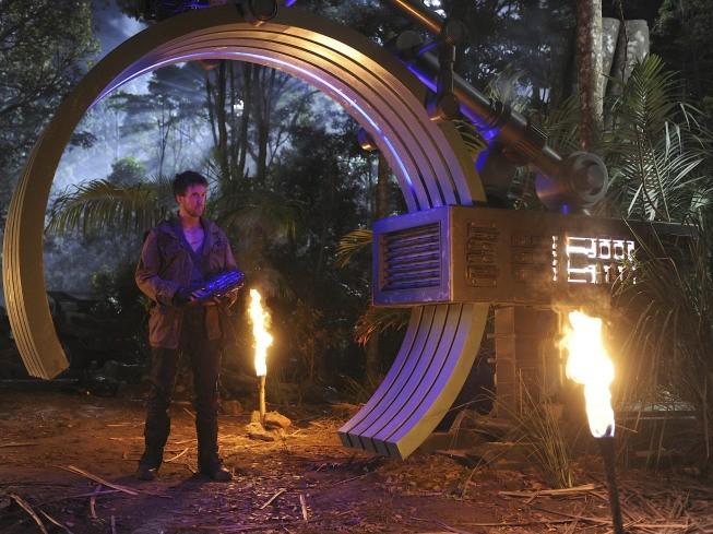 Terra Nova: Ashley Zukerman nell'episodio Within