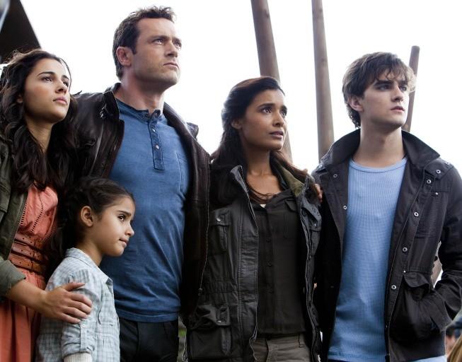 Terra Nova: gli Shannon al completo in una scena dell'episodio Within