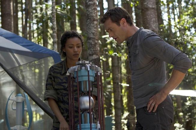 Terra Nova: Jason O'Mara e Emelia Burns nel doppio finale di stagione