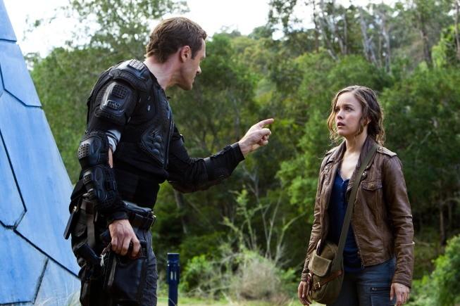 Terra Nova: Jason O'Mara ed Allison Miller nell'episodio Within
