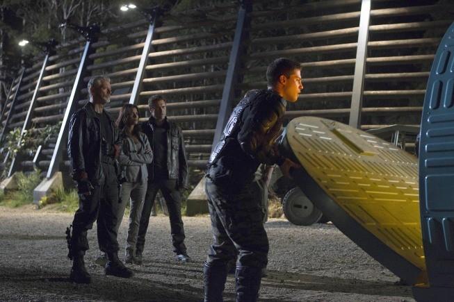 Terra Nova: Jason O'Mara, Shelley Conn, Dean Geyer e Stephen Lang nel doppio finale di stagione