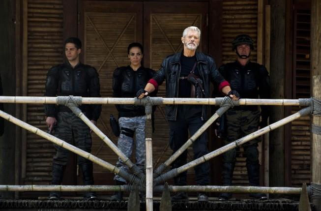 Terra Nova: Stephen Lang in una scena dell'episodio Within