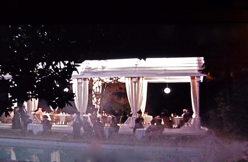 Un viaggio chiamato amore: scenografia delle terme (notturno) realizzata da G. Pirrotta