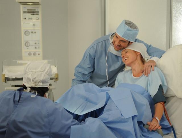 American Horror Story: Dylan McDermott e Connie Britton in Birth, penultimo episodio della prima stagione
