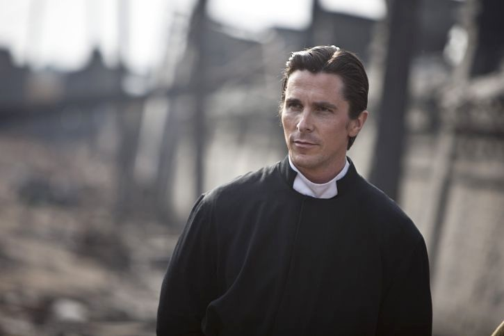 Christian Bale è John in The Flowers of War