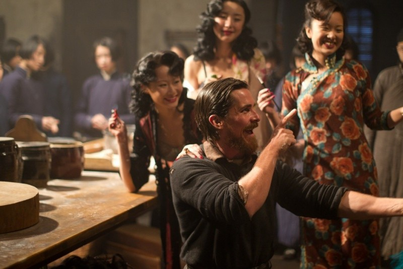 Christian Bale in The Flowers of War: una scena del film