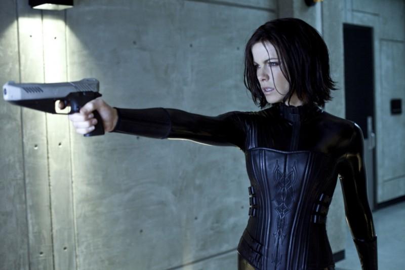 Kate Beckinsale in una scena del fantascientifico action Underworld: Il risveglio