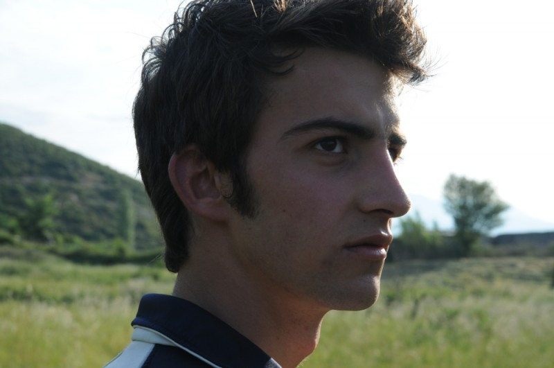 La faida: Tristan Halilaj in un primo piano tratto dal film