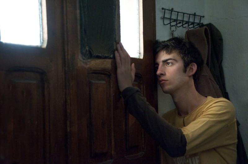 La faida: Tristan Halilaj in una scena del film