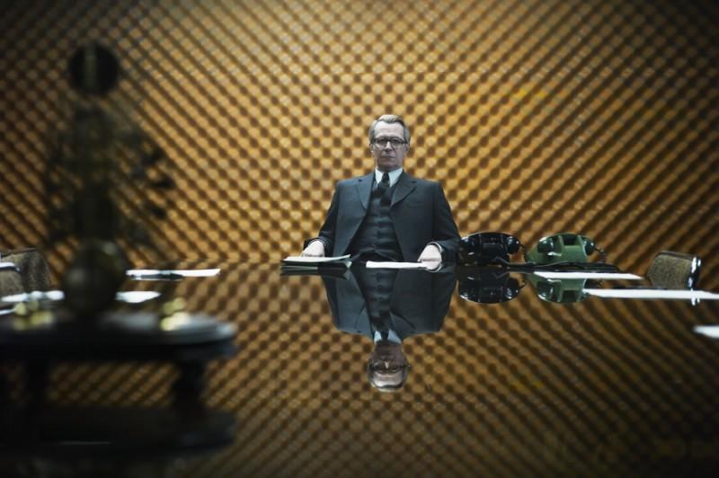 La talpa: Gary Oldman con lo sguardo fiero in un'immagine tratta dal film