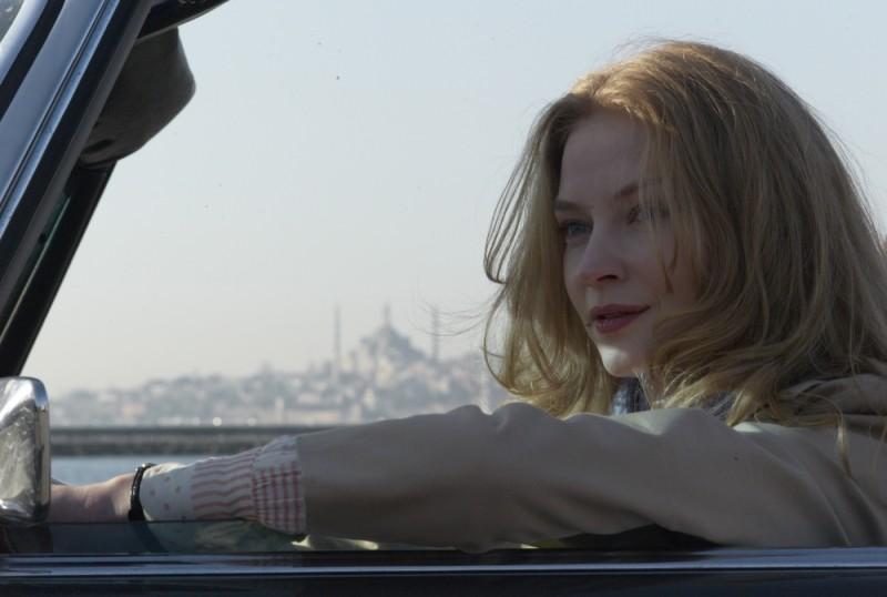 La talpa: Svetlana Khodchenkova in una bella immagine tratta dal film