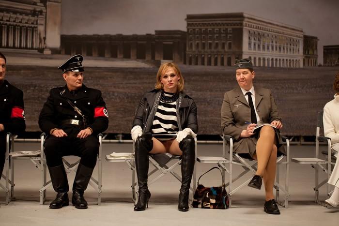 Matthias Schweighöfer (al centro) nella commedia tedesca Rubbeldiekatz