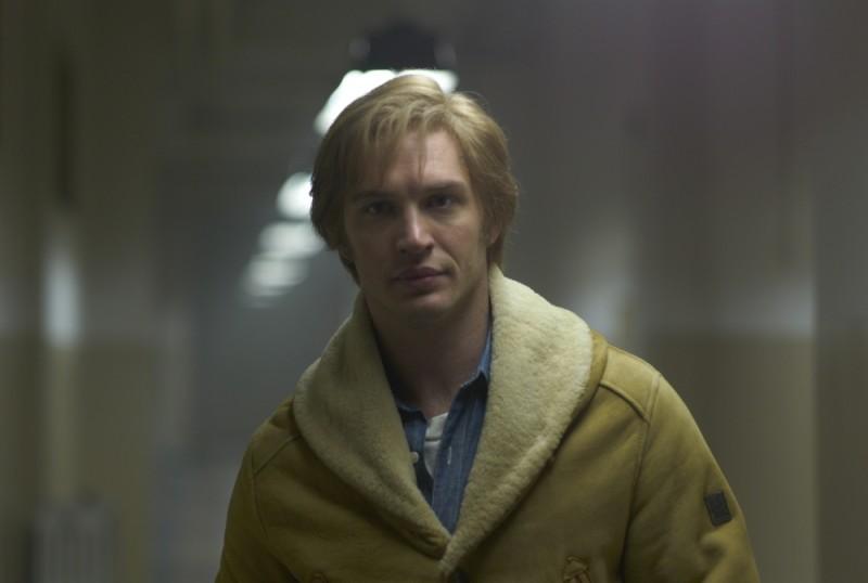 Tom Hardy è uno dei protagonisti del thriller di spionaggio La talpa