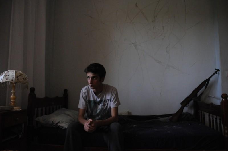 Tristan Halilaj nei panni di Nik in una scena de La faida