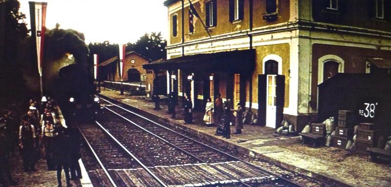 Un viaggio chiamato amore - scenografia della stazione realizzata da Giuseppe Pirrotta