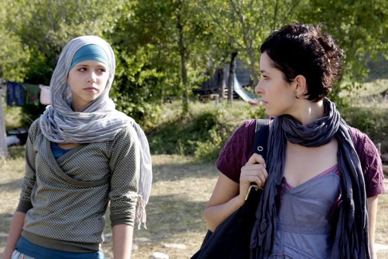 Zrinka Cvitesic in una scena del film Il sentiero insieme a Luna Mijovic