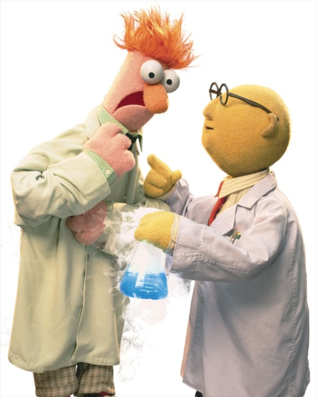 I Muppet: Dr. Bunsen Honeydew insieme al suo assistente Beaker in una scena del film