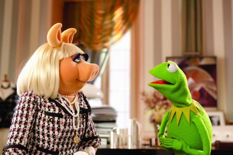 I Muppet: Miss Piggy e Kermit la rana in una scena del film