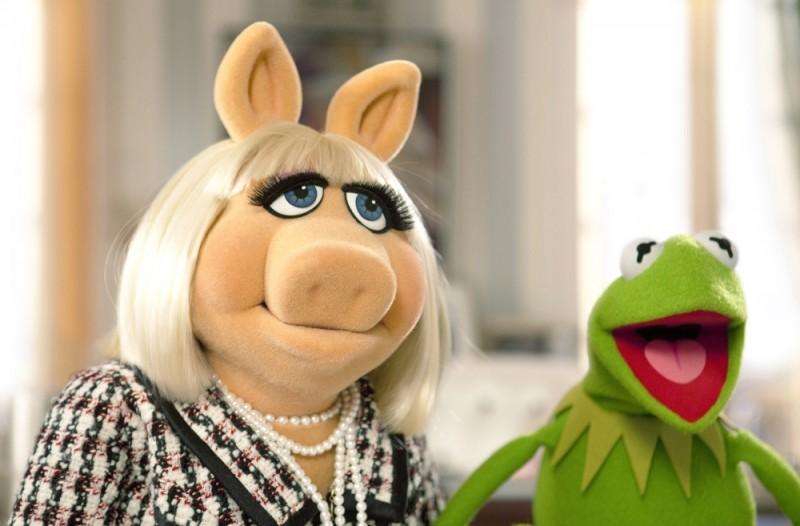 I Muppet: Miss Piggy insieme a Kermit la rana in una scena del film