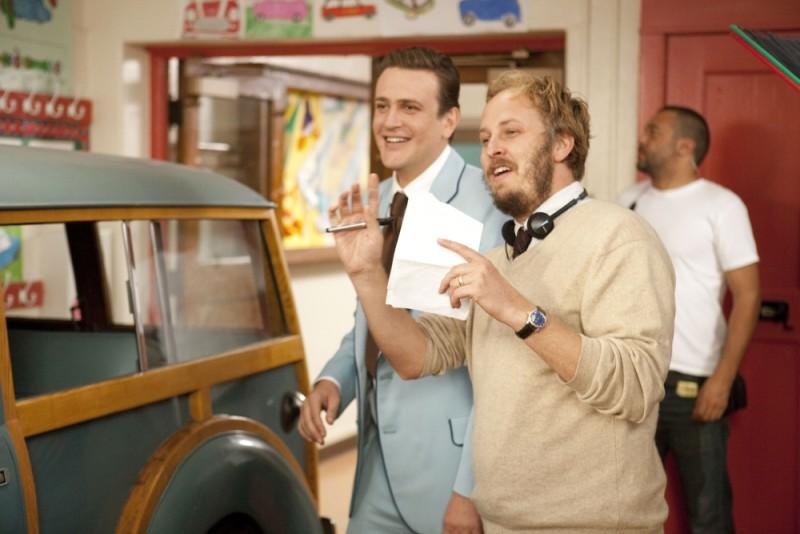 Jason Segel insieme al regista James Bobin sul set de I Muppet