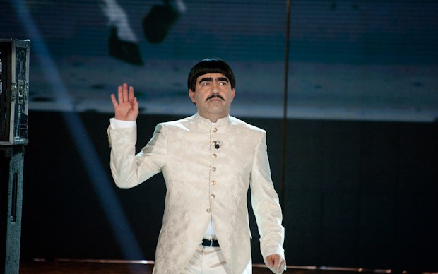 Il look di Elio nella quinta puntata di X-Factor 5