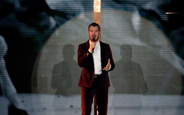 X Factor 5: Alessandro Cattelan presenta la quinta puntata