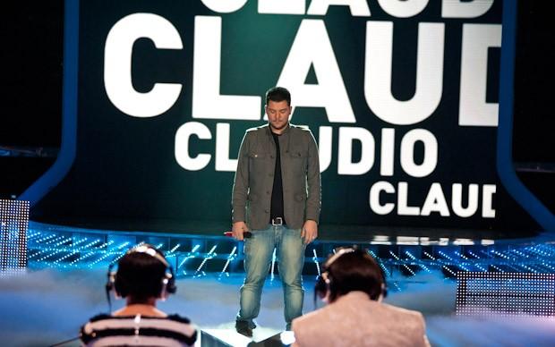 X-Factor 5: Claudio Cera si esibisce con Una poesia anche per te nella quinta puntata