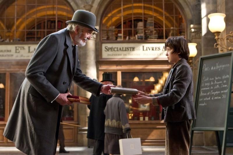 Christopher Lee insieme ad Asa Butterfield in una scena di Hugo Cabret 3D