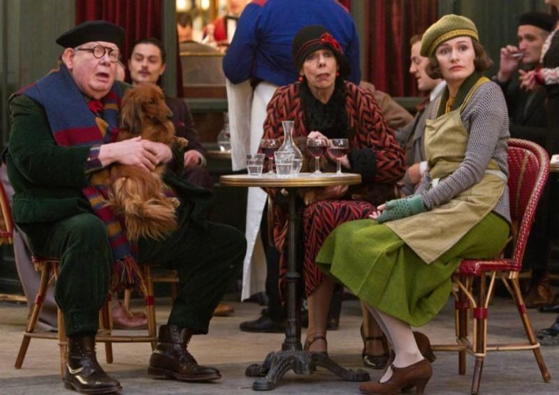 Hugo Cabret 3D: Emily Mortimer in una scena del film insieme a Richard Griffiths e Frances de la Tour