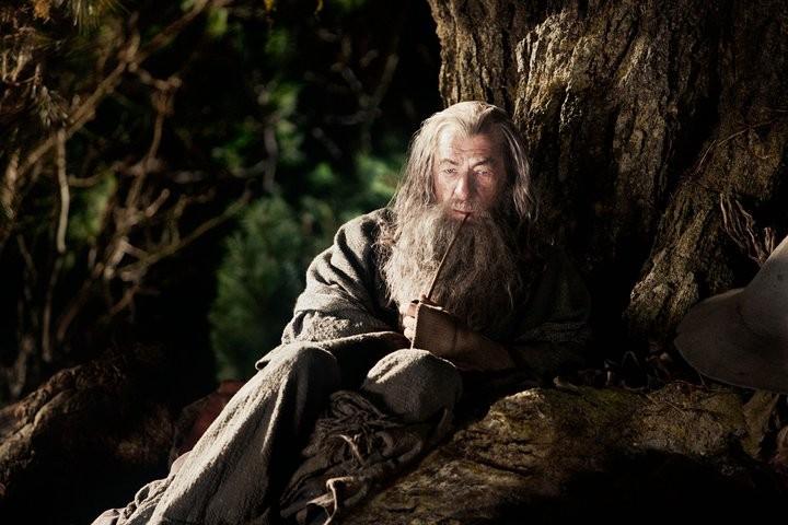 Ian McKellen nei panni di Gandalf il Grigio in una scena di The Hobbit