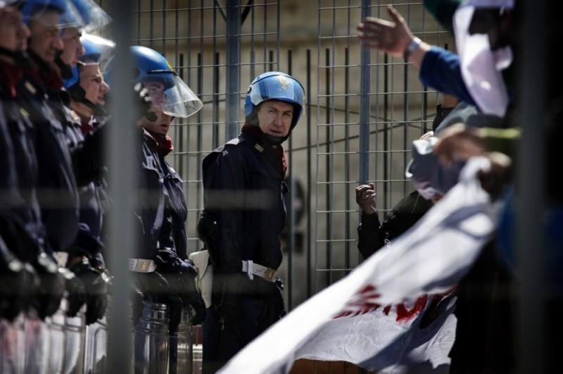 Marco Giallini in una scena del film drammatico A.C.A.B.