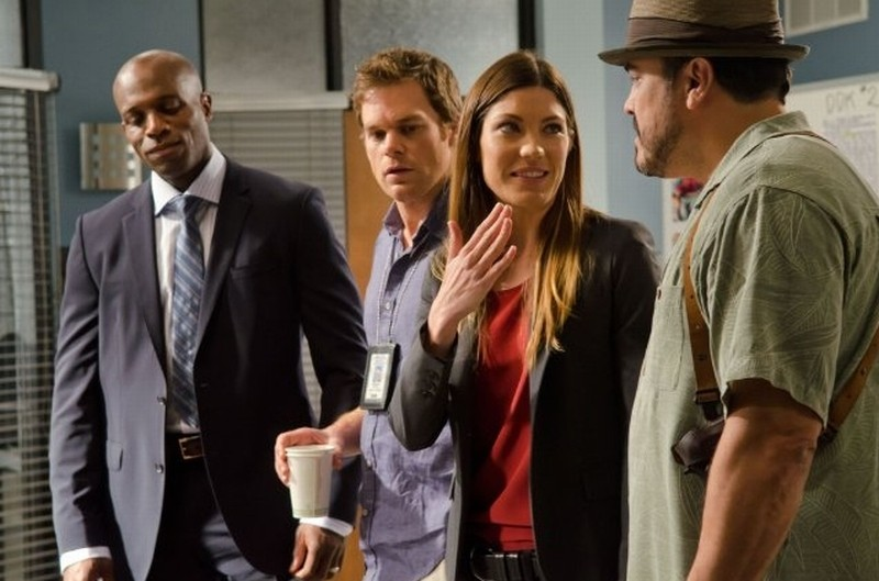 Michael C. Hall, David Zayas, Jennifer Carpenter e Billy Brown in una scena dell'episodio This is the Way the World Ends