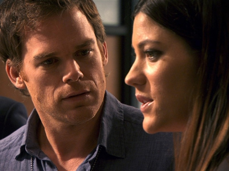 Michael C. Hall insieme a Jennifer Carpenter in una scena dell'episodio This is the Way the World Ends