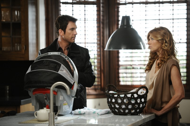 American Horror Story: Dylan McDermott con Connie Britton nell'episodio Afterbirth
