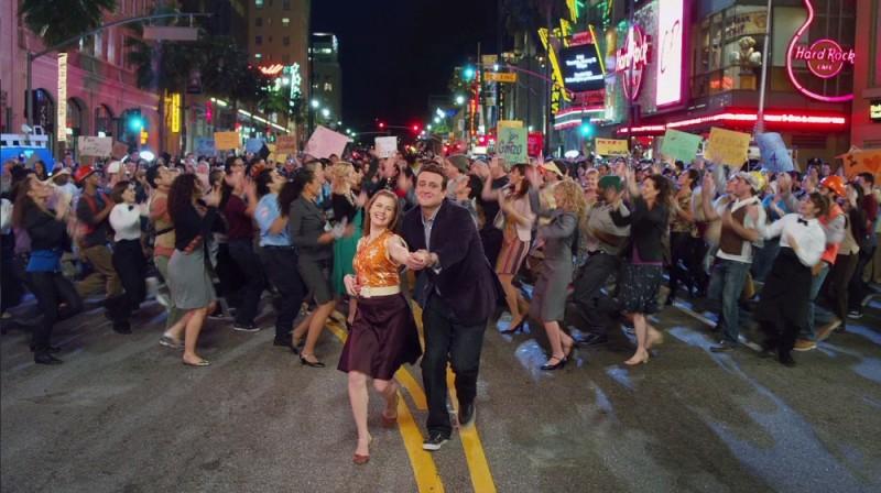 I Muppet: Jason Segel e Amy Adams ballano in un momento musical del film