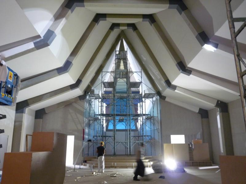 Il Villaggio di Cartone costruzione scenografia chiesa progettata da Giuseppe Pirrotta.