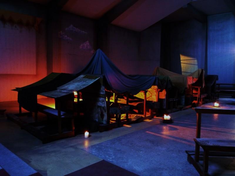 Il Villaggio di Cartone - scenografia rifugio realizzata da G. Pirrotta