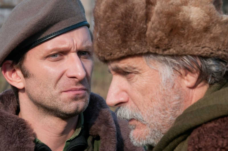 In the Land of Blood and Honey: Rade Serbedzija e Goran Kostic in una scena del film