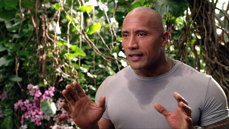 Dwayne Johnson in una scena del film d'avventura Viaggio nell'isola misteriosa