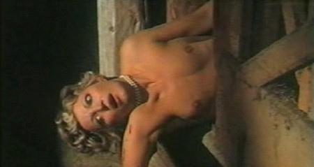 Lucretia Love in una violenta scena del film L'assassino ha riservato nove poltrone