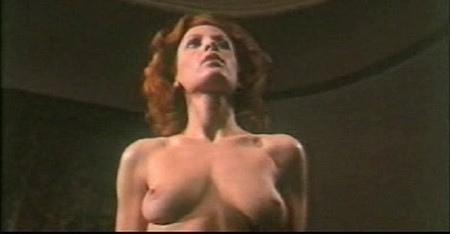Paola Senatore in una scena sexy del film L'assassino ha riservato nove poltrone