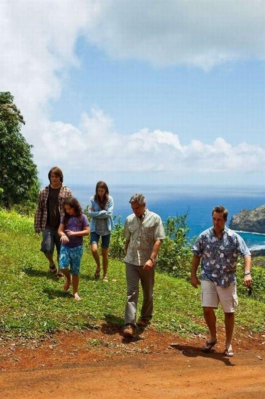 Paradiso amaro: George Clooney insieme a Tom McTigue, Shailene Woodley, Nick Krause e Amara Miller in una scena del film