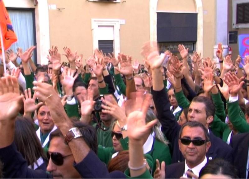 Una scena tratta dal documentario Tutti giù per aria