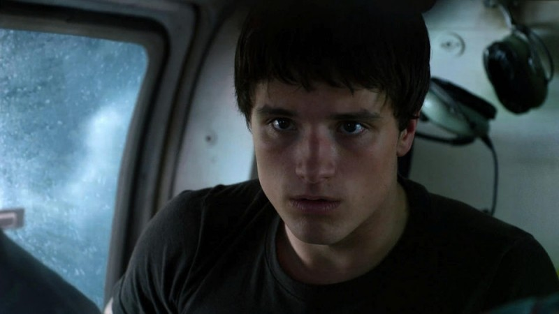 Viaggio nell'isola misteriosa: Josh Hutcherson con lo sguardo preoccupato in una scena del film